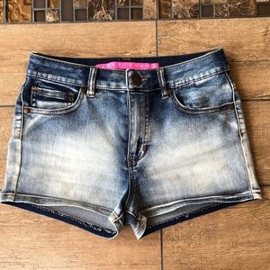 TINSELTOWN FADED DENIM SHORTS